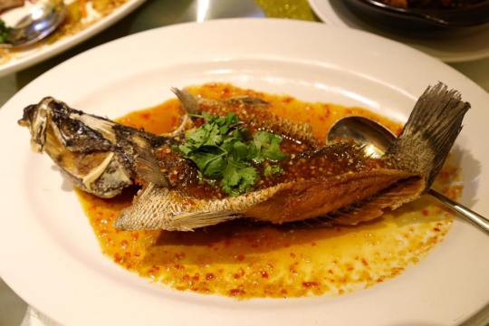 #3deepfried seabass in thai sauce