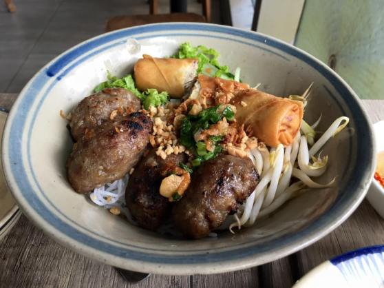 vietnamese grilled pork & srping rolls on beehoon2
