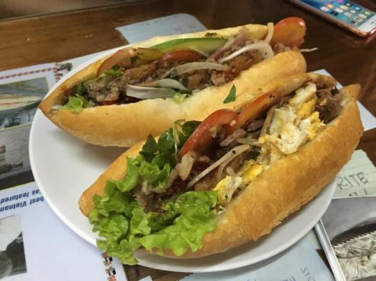 banh mi - vietnamese baguette sandwich