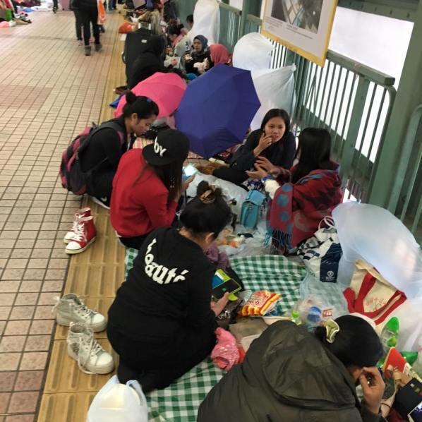 indo maids at covered walkway mongkok on a sunday 10.1.2016