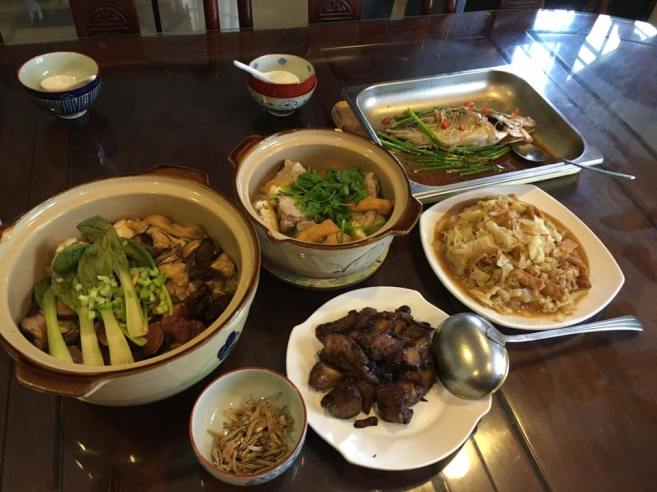 5 dishes-claypot rice, bakuteh, steamed 桂鱼,tau jeon eggplants, cabbage with taupok