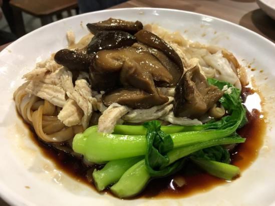 S$5.50 chicken mushroom noodles 鸡丝面