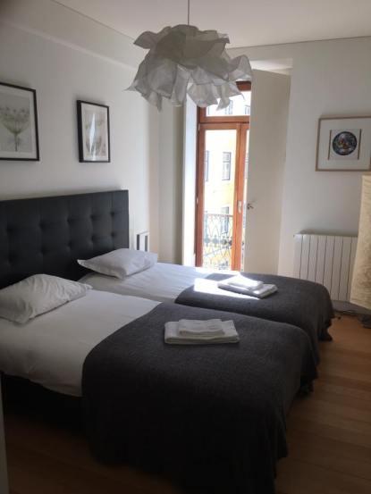 master - Airbnb 3 bedroom apartment at Rua da Misericórdia 98, Lisboa