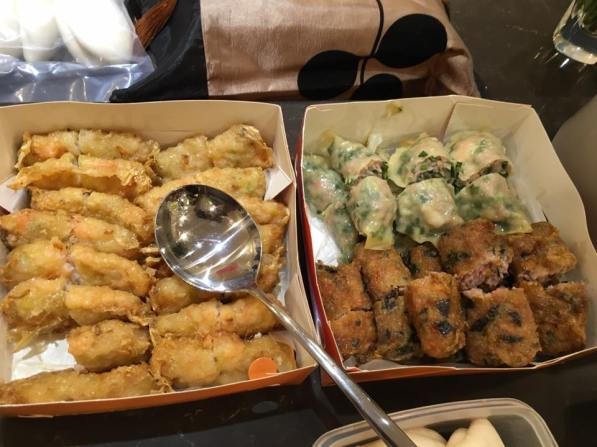 mr Ma brought his ma ma tei chives prawn ? a fu pei quin from 和记 the gu chai 韭菜 green dumplings were good