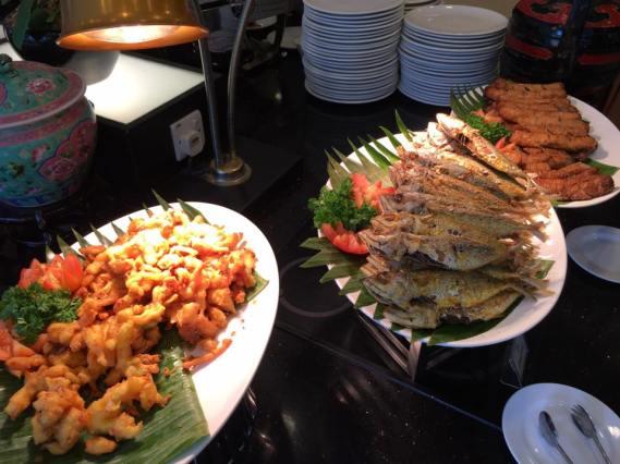 prawn fritters, fish, ngoh hiang