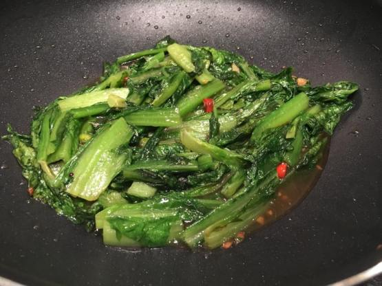 stir-fried romaine lettuce 油麦菜