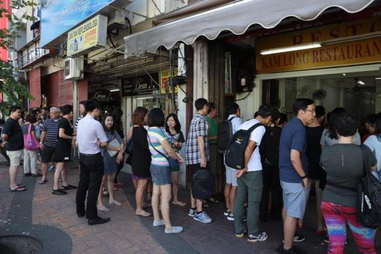 constant queue at kam long fish head curry