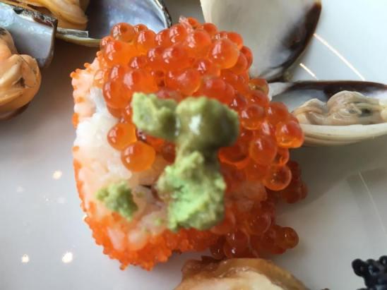 maki topped with tobiko