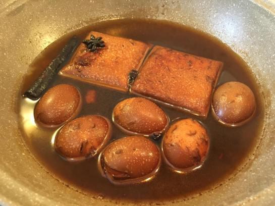 lor nerng-braised egg and tau kua