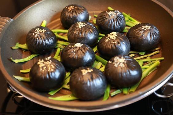 charcoal shengjianbao 生煎包