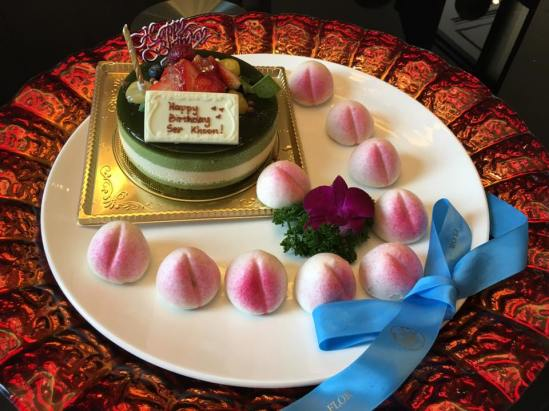 flor-patissierie-cake-with-complimentary-longevity-buns