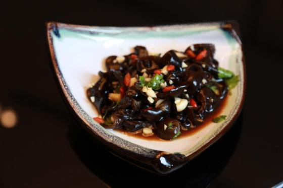 marinated cloud fungus with garlic & vinegar