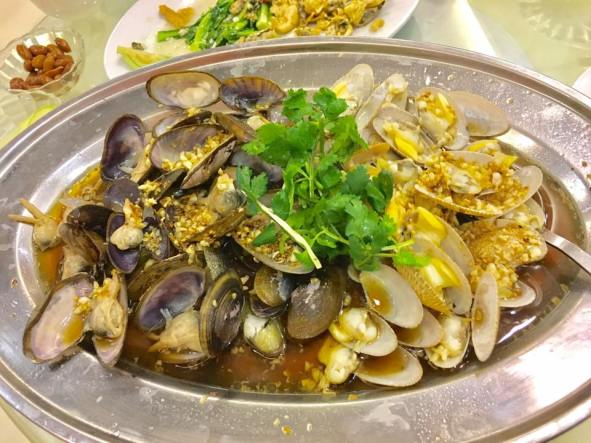 garlic steamed tua tao & manila clams