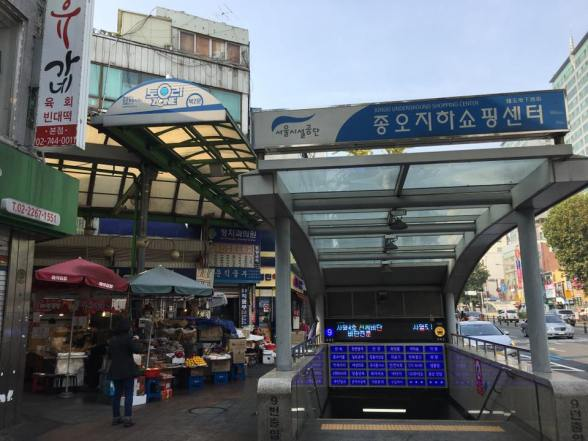 gwangjang market conveniently located at Jongno 5 station exit