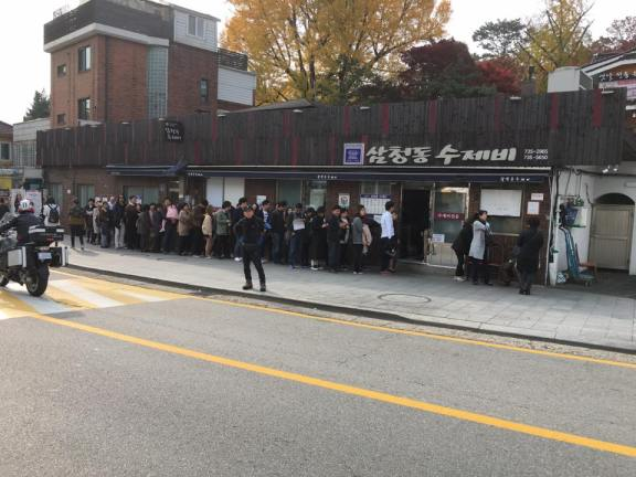 long queue at this restaurant