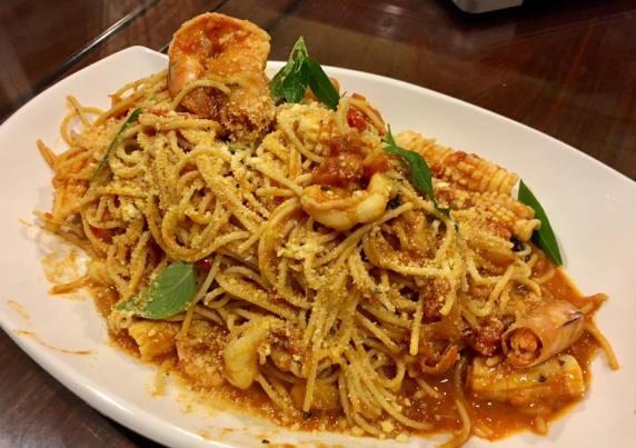 seafood spaghetti in pink sauce 1.12.2016