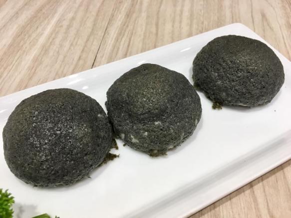 crispy charcoal pepper duck meat buns