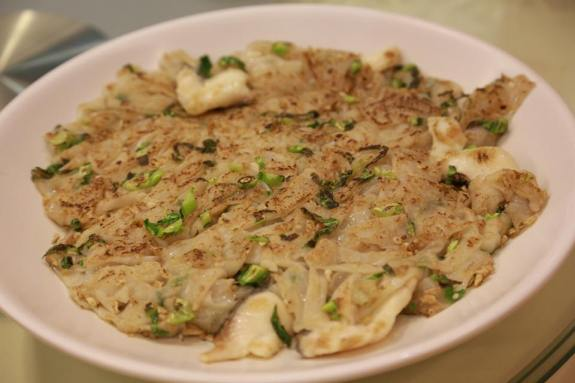 crispy teochew char kuay teow with sliced fish