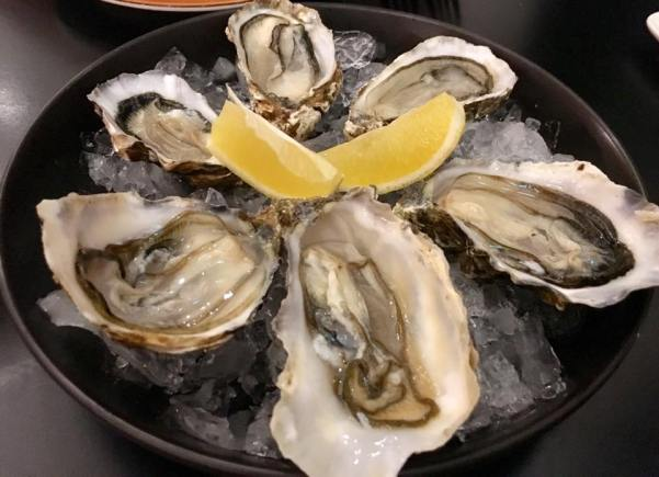 freshly shucked oysters=6xS$5