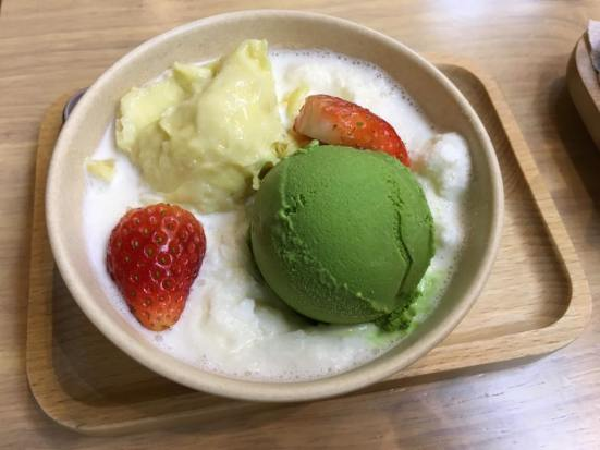 greentea & durian ice creams @ honeymoon dessert 满记甜品
