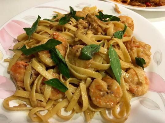 prawn fettuccine in white wine sauce
