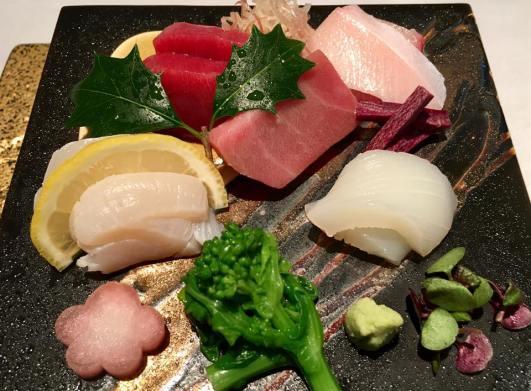 #4 sashimi moriawase = akami, chutoro, buri, ika, hotate
