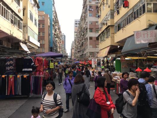 walking along fa yun street 花园街