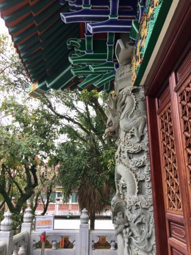 stone dragon column
