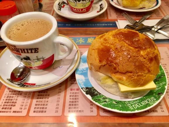 Great Polo Buns @ Kam Wah Cafe 金华冰厅