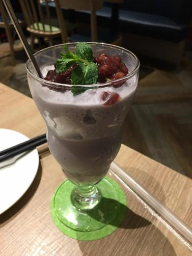yam slush with red beans @ teawood 茶木 cafe at tung chun