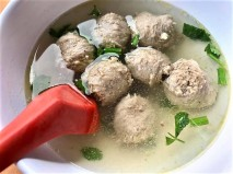 S$8 for 10 beef balls soup