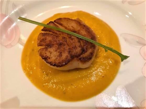 pan seared scallop on pumpkin puree