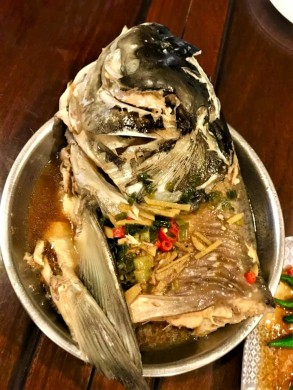 meen si (lime taujeon) steamed song fish head
