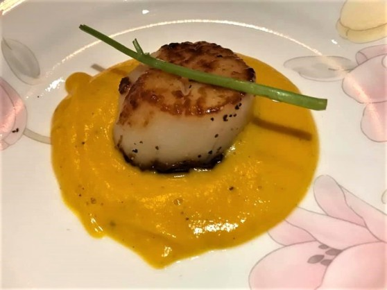 pan seared hokkaido scallops on pumpkin puree