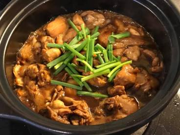 spicy dried chilli claypot chicken 宫保鸡