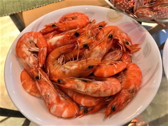 steamed fresh prawns