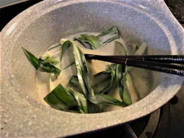 coconut milk pandan leaves
